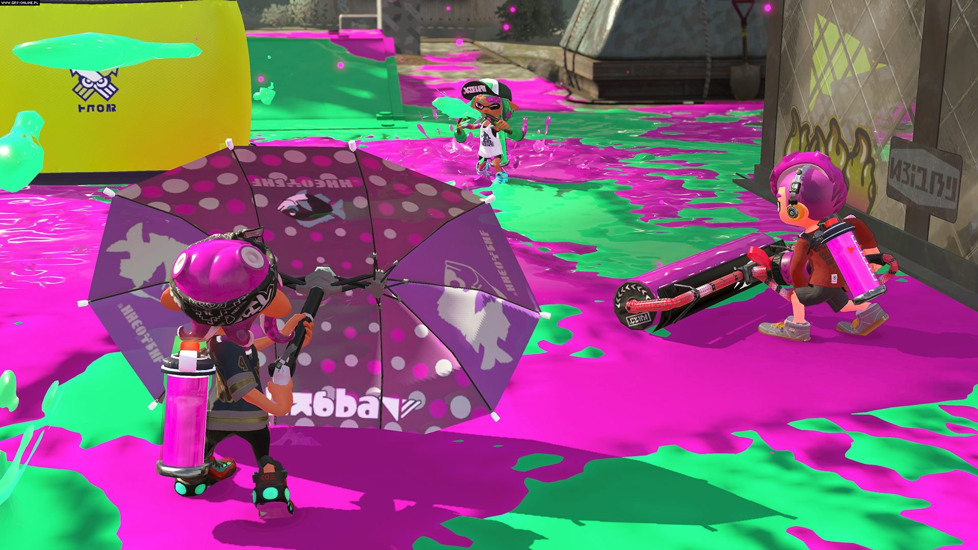Splat brella protecting an Octoling from an opposing inkling.